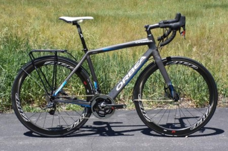 A 2014 Orbea Avant with disc brakes and a rear rack.